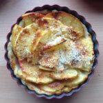 Small tart with apple and coconut